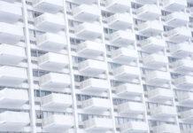 Osłony na balkon chroniące Twoją prywatność oraz komfort